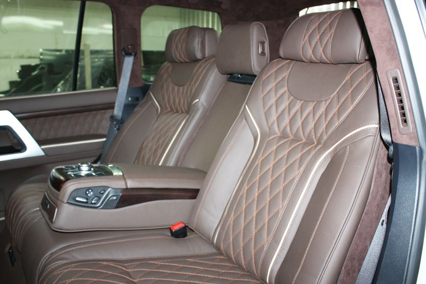 Toyota LC200 divan BMW brown romb 1